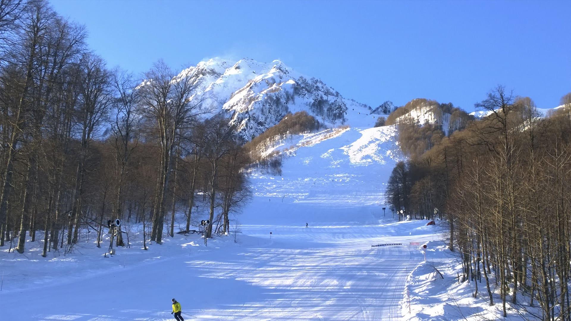 Горная олимпийская деревня зима 32