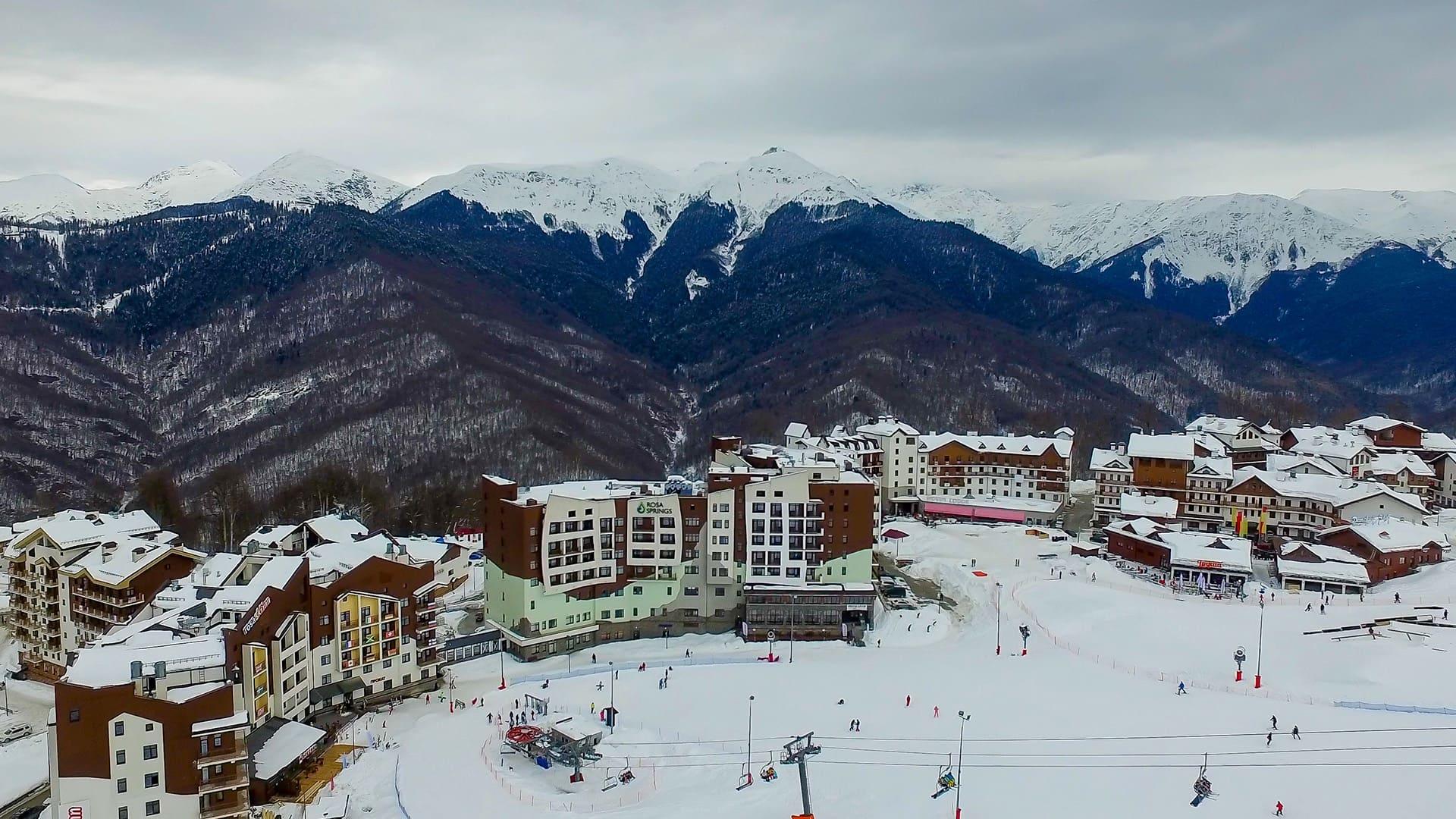 Горная олимпийская деревня зима 35